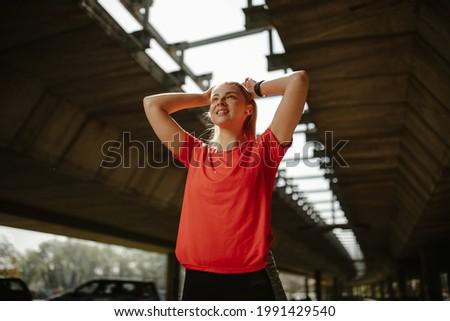 Stockfoto: Aantrekkelijk · vrouw · poseren · hoofdtelefoon · rond · nek