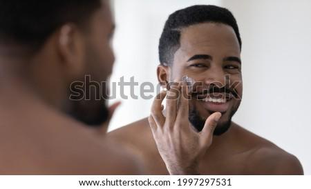 Di bell'aspetto uomo doccia giovani attrattivo corpo muscoloso Foto d'archivio © dotshock
