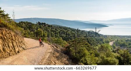 Montanha equitação bicicleta panorâmico Foto stock © blasbike
