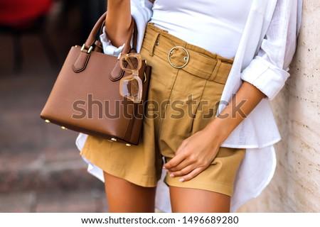 Bağbozumu bej kadın çanta yalıtılmış beyaz Stok fotoğraf © caimacanul