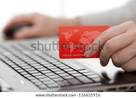 Mann halten Kreditkarte Hand Sicherheit Code Stock foto © snowing