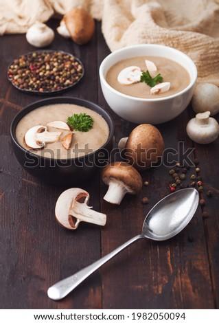Cerâmico tigela placas cremoso castanha cogumelo Foto stock © DenisMArt