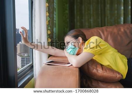 Otthon ázsiai nő megnyugtató ül kanapé Stock fotó © Maridav