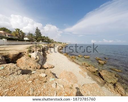 kilátás · piros · óceán · kövek · több · citromsárga - stock fotó © lunamarina