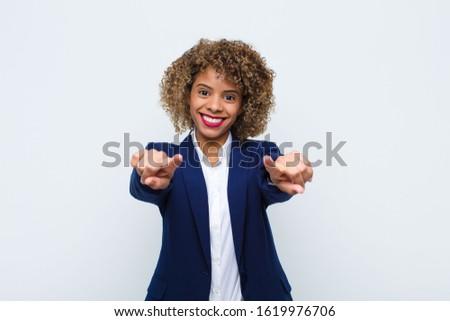 üzletasszony · mindkettő · remek · fehér · kéz · mosoly - stock fotó © bmonteny