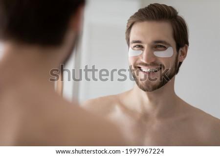 Goed kijken man douche jonge aantrekkelijk gespierd lichaam Stockfoto © dotshock