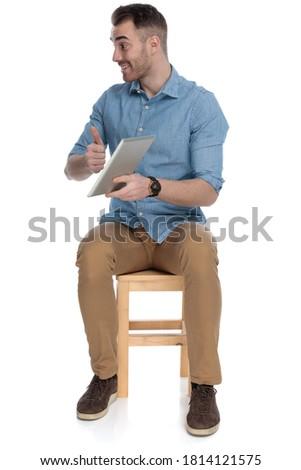 ülő modern férfi mutat ok kézmozdulat Stock fotó © feedough