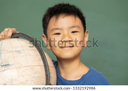 patrząc · świecie · portret · cute · uczennica · szpieg - zdjęcia stock © wavebreak_media