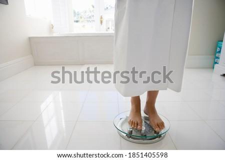 Bajo jóvenes caucásico mujer pie Foto stock © wavebreak_media