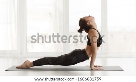 Jóga nő lövés kaukázusi gyakorol sport Stock fotó © aremafoto