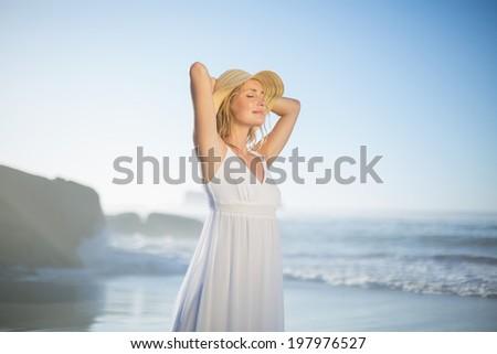 belle · heureux · blanche · plage · écharpe - photo stock © wavebreak_media