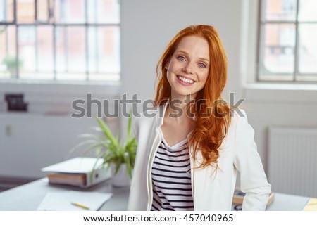 Mulheres jovens escritório dois casual pano olhando Foto stock © simply
