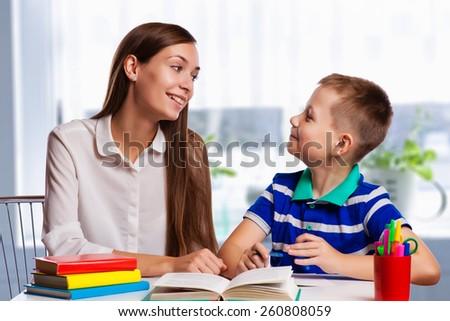 мамы · сын · домашнее · задание · небольшой · молодые · матери - Сток-фото © lopolo