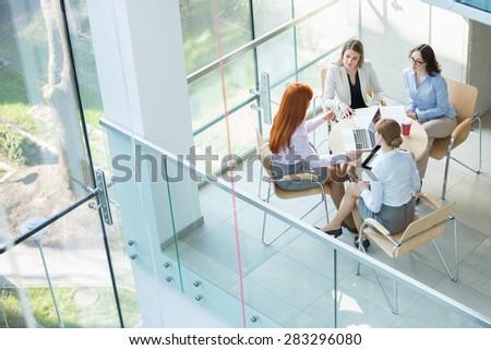 Kaukasisch zakenvrouw vergadering bespreken Stockfoto © wavebreak_media