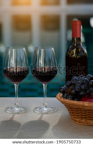 Glas Rotwein Gießen trinken Luxus Urlaub Stock foto © Anneleven
