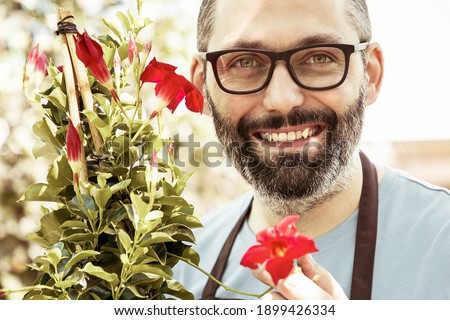 Profesional masculina jardinero pie jardín Foto stock © dash
