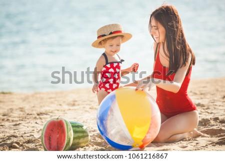 母親 娘 ビーチ サイド 水 ストックフォト © Lopolo
