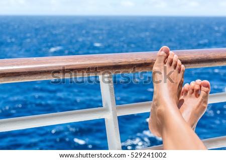 Statek wycieczkowy podróży wakacje kobiet Zdjęcia stock © Maridav