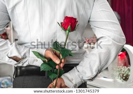 Figyelmes férfi rejtőzködik virág mögött hát Stock fotó © wavebreak_media