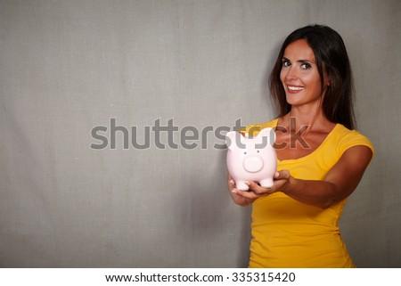 Di bell'aspetto femminile salvadanaio piedi bianco Foto d'archivio © wavebreak_media