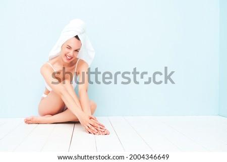 Boldog bájos nő fehérnemű portré áll Stock fotó © deandrobot