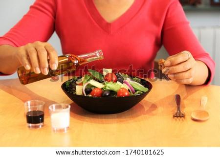 Nő kéz villa frissen előkészített diétás Stock fotó © artjazz