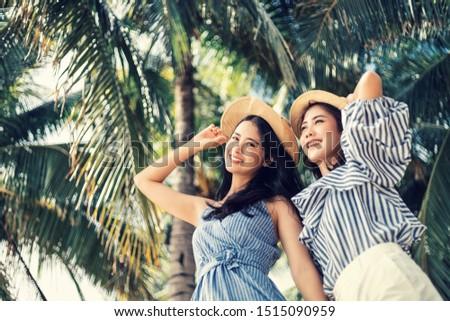 Afbeelding twee mooie vrouwen hoeden Stockfoto © deandrobot