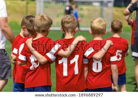 Foto stock: Ninos · fútbol · fútbol · equipo · ninos · jugar