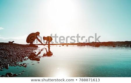 Rodziców dziecko morza wygaśnięcia sylwetka plaży Zdjęcia stock © Paha_L