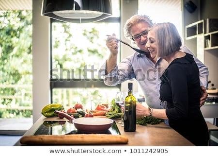 affettuoso · Coppia · bere · vino · cottura · cucina - foto d'archivio © photography33