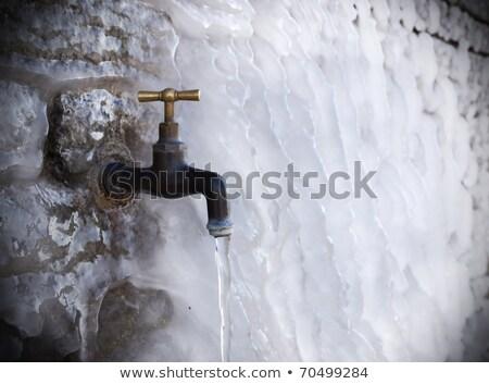 古い · 給水栓 · 白 · 壁 · 水 · タップ - ストックフォト © zeffss