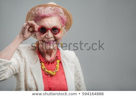 sonriendo · atractivo · vieja · posando · los · brazos · cruzados · aislado - foto stock © stockyimages