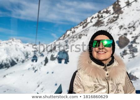 Bella donna occhiali da sole ascensore moda persone donna Foto d'archivio © dolgachov