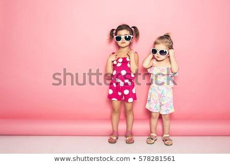 Divatos ikrek nővérek pózol rózsaszín fiatal Stock fotó © NeonShot