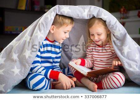 fiú · lány · olvas · ágy · tanul · hálószoba - stock fotó © IS2