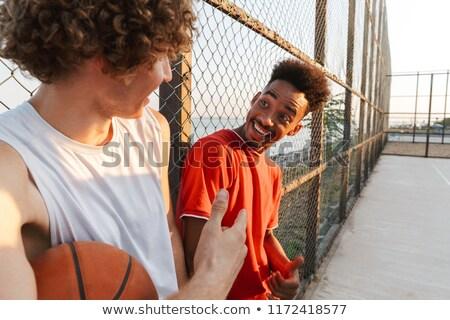 Twee jonge vrolijk mannen basketbal Stockfoto © deandrobot