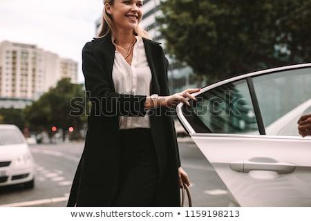 fora · carro · mulher · jovem · passos · lado · porta - foto stock © kzenon
