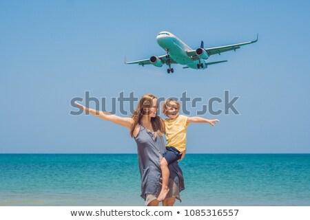 latać · szczęśliwą · rodzinę · wody · uśmiech · niebieski · jezioro - zdjęcia stock © galitskaya