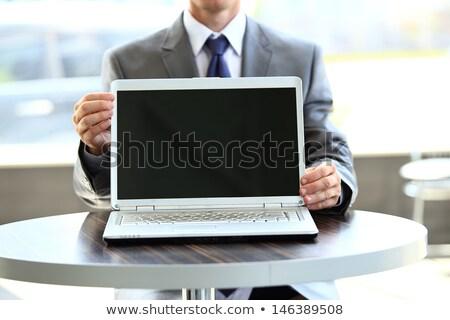 młodych · zagęszczony · biznesmen · słuchawki · wpisując · laptop - zdjęcia stock © pressmaster