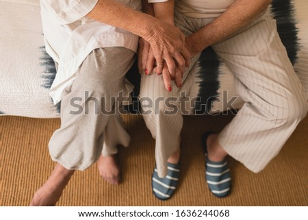 Alacsony részleg idős pár kéz a kézben hálószoba otthon Stock fotó © wavebreak_media