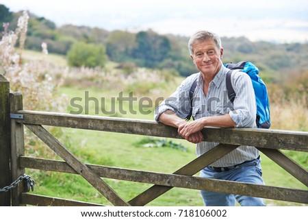 Ritratto senior uomo escursione campagna riposo Foto d'archivio © HighwayStarz