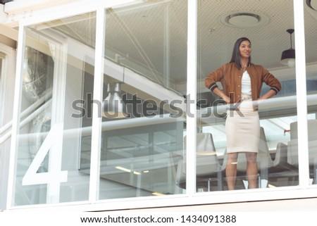 Görmek mutlu işkadını ayakta Stok fotoğraf © wavebreak_media
