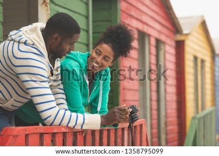 вид сбоку счастливым молодые пару цифровая камера Сток-фото © wavebreak_media
