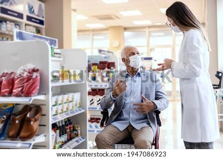 Front widoku mężczyzna lekarza mówić Zdjęcia stock © wavebreak_media
