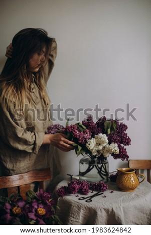 春 花束 白 花瓶 木製 スタンド ストックフォト © user_15523892