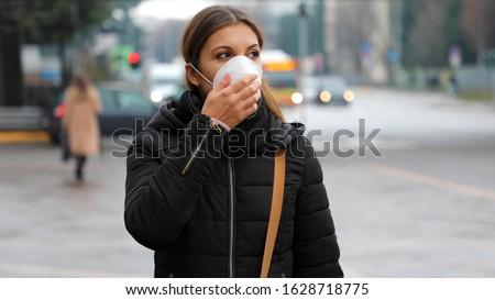 マスク 着用 市 少女 徒歩 着用 ストックフォト © Maridav