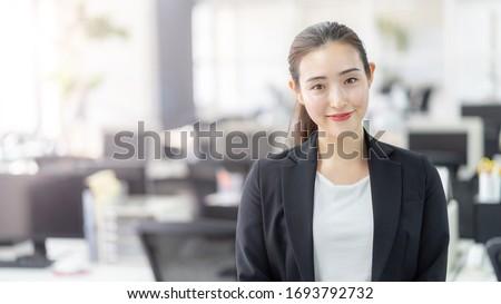 Mulher atraente ao ar livre mulher bastante bonitinho atraente Foto stock © markhayes