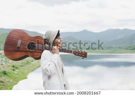 человека · электрической · гитаре · плечо · женщину · за - Сток-фото © feedough