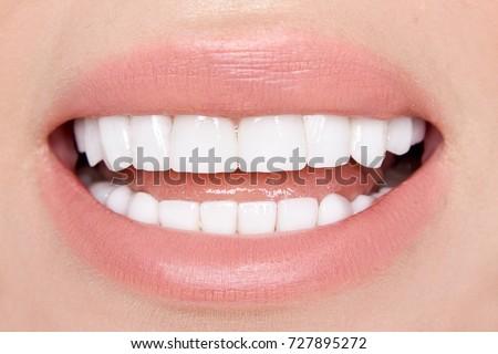 Portret sexy uśmiechnięta kobieta doskonały włosy odizolowany Zdjęcia stock © artjazz