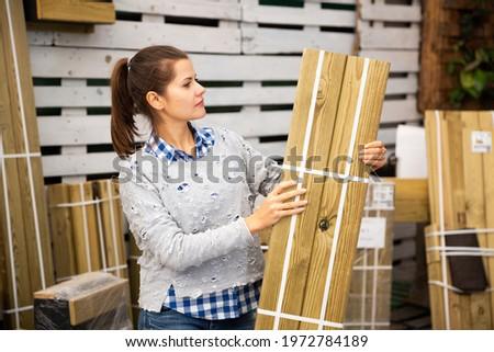 Retrato adulto femenino cliente hardware tienda Foto stock © Lopolo